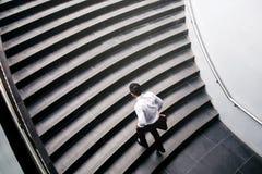 Επιχειρηματίας που τρέχει τη γρήγορη επάνω αύξηση επάνω στην έννοια επιτυχίας Στοκ φωτογραφία με δικαίωμα ελεύθερης χρήσης