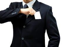 Επιχειρηματίας που φορά ένα κοστούμι που κρατά μια κενή κάρτα στοκ εικόνες με δικαίωμα ελεύθερης χρήσης