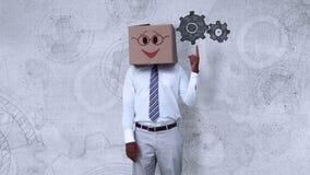 Επιχειρηματίας που φορά το κιβώτιο προσώπου smiley που δείχνει cogwheel διανυσματική απεικόνιση