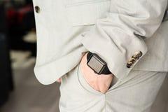 Επιχειρηματίας που φορά το ρολόι της Apple Στοκ Φωτογραφίες