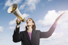 Επιχειρηματίας που φωνάζει μέσω Megaphone Στοκ Εικόνες