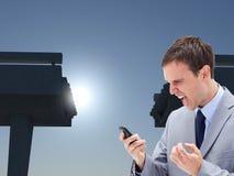 0 επιχειρηματίας που φωνάζει στο κινητό τηλέφωνο του Στοκ φωτογραφίες με δικαίωμα ελεύθερης χρήσης
