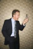Επιχειρηματίας που φωνάζει στο τηλέφωνο κυττάρων Στοκ Εικόνες