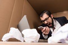 Επιχειρηματίας που φωνάζει στο smartphone Στοκ Εικόνες
