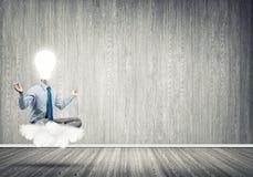 Επιχειρηματίας που χαλαρώνει και που περιμένει την έμπνευση Διανυσματική απεικόνιση