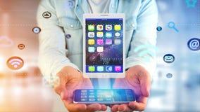 Επιχειρηματίας που χρησιμοποιεί ένα smartphone με να περιβάλει ταμπλετών από app Στοκ Εικόνα