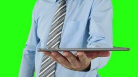 Επιχειρηματίας που χρησιμοποιεί την ψηφιακή ταμπλέτα του απόθεμα βίντεο