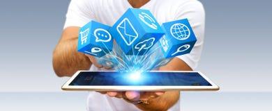 Επιχειρηματίας που χρησιμοποιεί τη σύγχρονη ψηφιακή εφαρμογή εικονιδίων σε κινητό του Στοκ Εικόνα