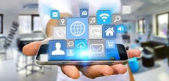 Επιχειρηματίας που χρησιμοποιεί τη σύγχρονη ψηφιακή εφαρμογή εικονιδίων σε κινητό του Στοκ εικόνα με δικαίωμα ελεύθερης χρήσης