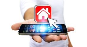 Επιχειρηματίας που χρησιμοποιεί το σύγχρονο κινητό τηλέφωνο για να νοικιάσει ένα επίπεδο Στοκ φωτογραφία με δικαίωμα ελεύθερης χρήσης