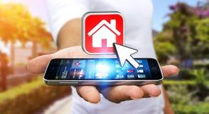 Επιχειρηματίας που χρησιμοποιεί το σύγχρονο κινητό τηλέφωνο για να νοικιάσει ένα επίπεδο Στοκ Εικόνες