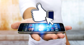 Επιχειρηματίας που χρησιμοποιεί το σύγχρονο κοινωνικό δίκτυο Στοκ φωτογραφίες με δικαίωμα ελεύθερης χρήσης