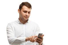 Επιχειρηματίας που χρησιμοποιεί το τηλέφωνό του που απομονώνεται στο λευκό Στοκ Φωτογραφίες