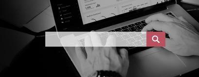 Επιχειρηματίας που χρησιμοποιεί το lap-top που λειτουργεί τη γραφική έννοια Στοκ φωτογραφίες με δικαίωμα ελεύθερης χρήσης