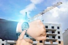 Επιχειρηματίας σε ένα υπόβαθρο της κατασκευής Στοκ φωτογραφίες με δικαίωμα ελεύθερης χρήσης