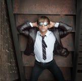 Επιχειρηματίας στα αντανακλημένα γυαλιά ηλίου στοκ εικόνες