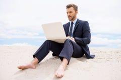 Επιχειρηματίας στην έρημο στοκ εικόνες με δικαίωμα ελεύθερης χρήσης