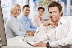 Επιχειρηματίας στην αίθουσα συνεδριάσεων στοκ εικόνες με δικαίωμα ελεύθερης χρήσης