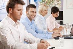 Επιχειρηματίας στην επιχειρησιακή συνεδρίαση Στοκ φωτογραφία με δικαίωμα ελεύθερης χρήσης