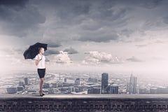 Επιχειρηματίας στην κορυφή Στοκ φωτογραφία με δικαίωμα ελεύθερης χρήσης
