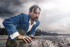 Επιχειρηματίας στην παραλία, ημέρα, υπαίθρια Στοκ φωτογραφία με δικαίωμα ελεύθερης χρήσης