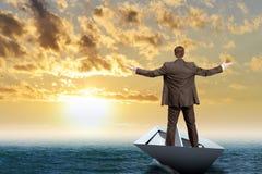 Επιχειρηματίας στη βάρκα εγγράφου Στοκ Εικόνα