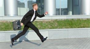 Επιχειρηματίας στη βιασύνη στοκ φωτογραφία με δικαίωμα ελεύθερης χρήσης