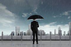 Επιχειρηματίας στη βροχή με την ομπρέλα Στοκ Φωτογραφίες