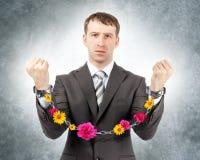 Επιχειρηματίας στις μανσέτες με τα λουλούδια Στοκ Φωτογραφίες