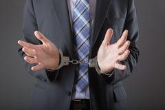 Επιχειρηματίας στις χειροπέδες που συλλαμβάνεται και Στοκ φωτογραφία με δικαίωμα ελεύθερης χρήσης