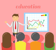 Επιχειρηματίας στον κόκκινο δεσμό που κάνει μια παρουσίαση που εξηγεί το διάγραμμα στο whiteboard Επιχειρησιακό σεμινάριο Στοκ Εικόνες