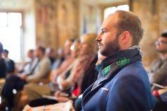 Επιχειρηματίας στο ακροατήριο στην επιχειρησιακή διάσκεψη Στοκ Φωτογραφίες