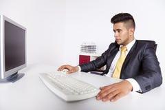 Επιχειρηματίας στο γραφείο του Στοκ εικόνες με δικαίωμα ελεύθερης χρήσης