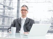 Επιχειρηματίας στο γραφείο Στοκ φωτογραφίες με δικαίωμα ελεύθερης χρήσης