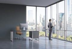 Επιχειρηματίας στο γραφείο στοκ φωτογραφία
