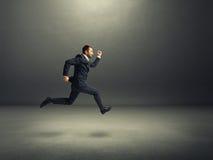 Επιχειρηματίας στο επίσημο τρέξιμο ένδυσης Στοκ Φωτογραφίες