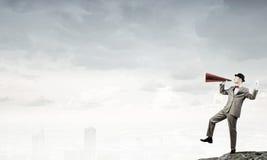 Επιχειρηματίας στο καπέλο με τη σάλπιγγα Στοκ εικόνα με δικαίωμα ελεύθερης χρήσης