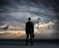 Επιχειρηματίας στο κοστούμι Επιχείρηση και έννοια γραφείων Πνεύμα υποβάθρου Στοκ Φωτογραφία