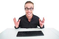 Επιχειρηματίας στο πουκάμισο που κάνει ένα πρόσωπο στο γραφείο Στοκ φωτογραφίες με δικαίωμα ελεύθερης χρήσης