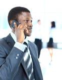 Επιχειρηματίας στο τηλέφωνο στο γραφείο του Στοκ Φωτογραφία