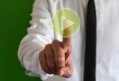 Επιχειρηματίας σχετικά με ένα εικονικό εικονίδιο με το σύμβολο παιχνιδιού Στοκ φωτογραφίες με δικαίωμα ελεύθερης χρήσης