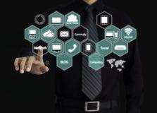 Επιχειρηματίας σχετικά με ένα διάγραμμα υπολογισμού σύννεφων Στοκ φωτογραφία με δικαίωμα ελεύθερης χρήσης