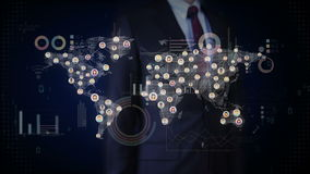 Επιχειρηματίας σχετικά με την οθόνη, συνδεδεμένοι παγκόσμιοι άνθρωποι, που χρησιμοποιεί την τεχνολογία επικοινωνιών με το οικονομ