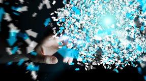 Επιχειρηματίας σχετικά με την τρισδιάστατη σφαίρα δικτύων δεδομένων απόδοσης με την Στοκ Εικόνα