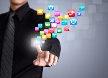 Επιχειρηματίας σχετικά με το κοινωνικό εικονίδιο δικτύων στοκ εικόνες