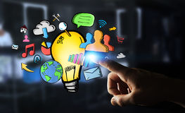 Επιχειρηματίας το χέρι που σύρονται σχετικά με lightbulb και τα εικονίδια πολυμέσων Στοκ εικόνες με δικαίωμα ελεύθερης χρήσης