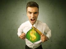 Επιχειρηματίας λυσσασμένος από το πουκάμισό του με το σημάδι δολαρίων στο στήθος Στοκ Φωτογραφίες