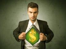 Επιχειρηματίας λυσσασμένος από το πουκάμισό του με το σημάδι δολαρίων στο στήθος Στοκ φωτογραφία με δικαίωμα ελεύθερης χρήσης