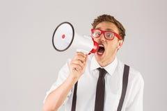 Επιχειρηματίας Geeky που φωνάζει μέσω megaphone Στοκ Φωτογραφία