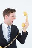 Επιχειρηματίας Geeky που φωνάζει στο τηλέφωνο Στοκ φωτογραφία με δικαίωμα ελεύθερης χρήσης